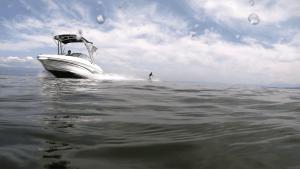 Bateau moteur wakeboard lac Léman